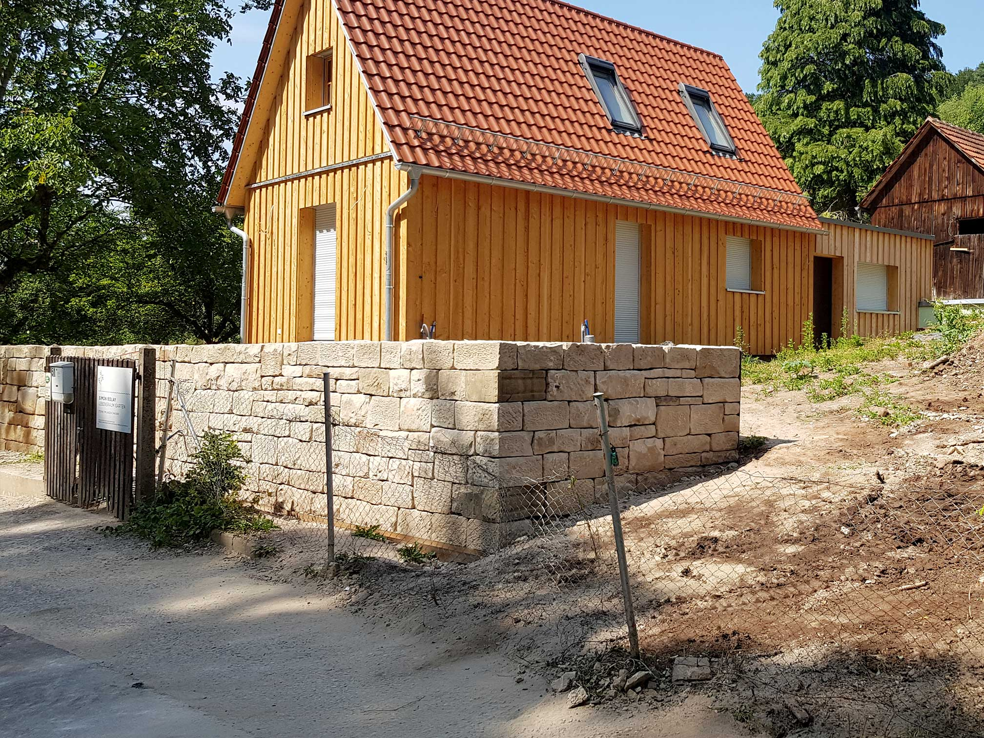 bolay-gartenbau_projekte_simi-haeusle_04_mauerbau
